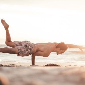 This is what to wear to yoga if you're an athletic man